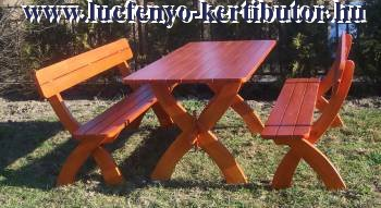 Asztal padokkal